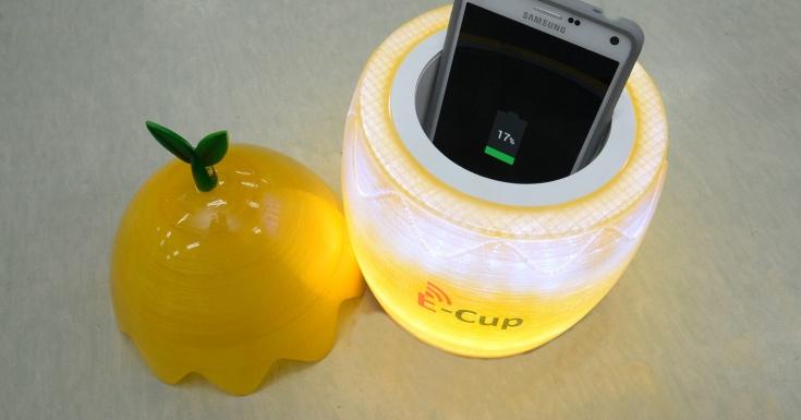 Объемное беспроводное зарядное устройство предназначено для смартфонов