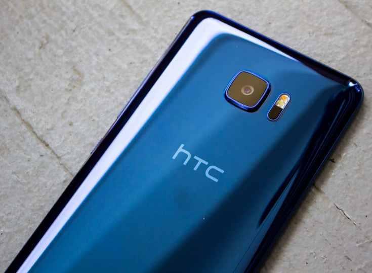 HTC сумела уменьшить убытки, но о прибыли пока говорить рано