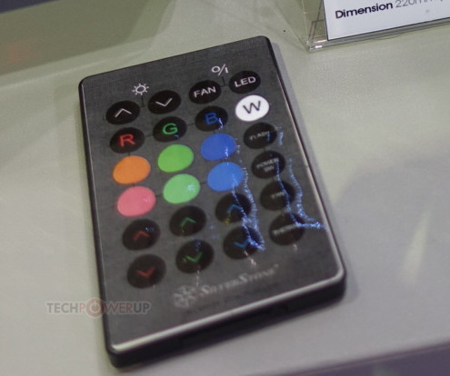 Подсветкой корпуса SilverStone Primera PM02 можно управлять с помощью пульта ДУ