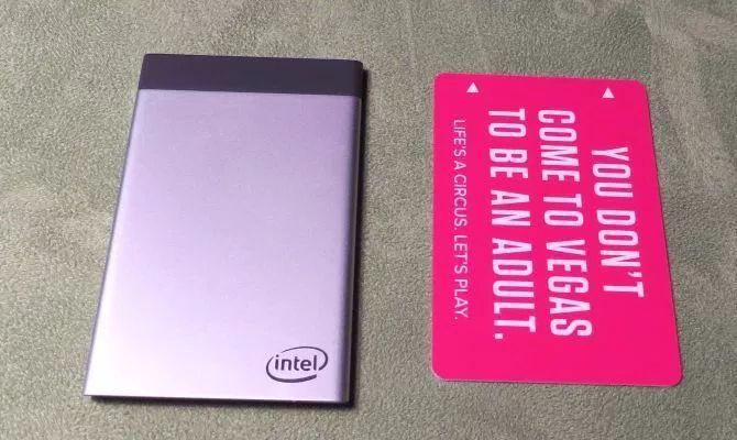 Появились подробности о ПК Intel Compute Card