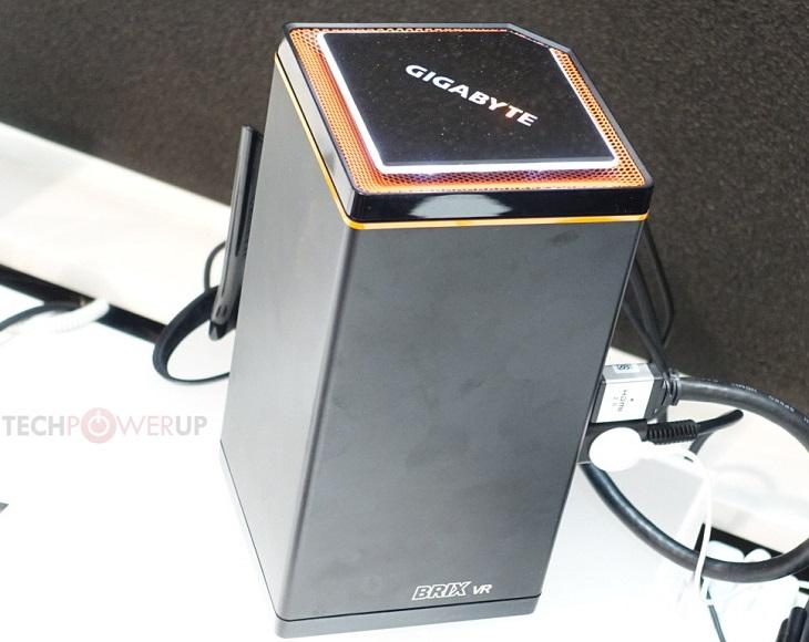Продолговатый вертикальный корпус Gigabyte Brix VR GB-BNi7G6-1060 снижает требования к свободному месту на столе