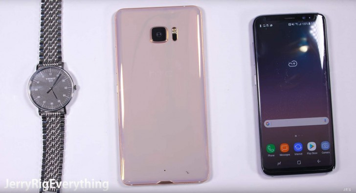 Дисплей телефона HTC UUltra Sapphire Edition действительно оказался сверхпрочным
