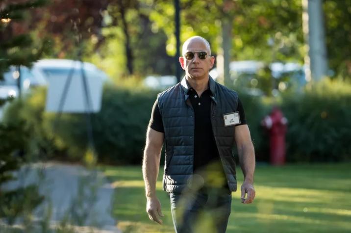Состояние основоположника Amazon Джеффа Безоса возросло до100 млрд долларов США