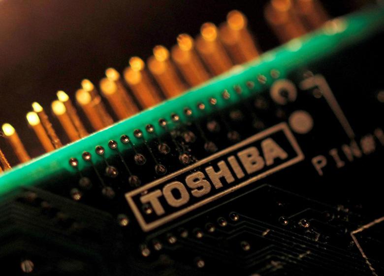 Toshiba выпустила новые акции на5,3 млрд долларов, чтобы необанкротиться