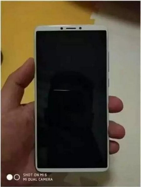 Новый смартфон Xiaomi семейства Redmi получит сдвоенную камеру и дисплей 18:9
