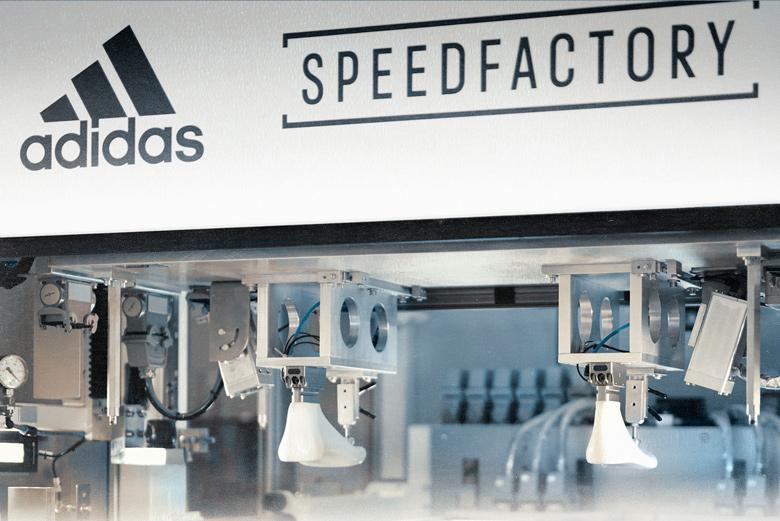 Adidas планирует реализовать первую пару сшитых роботами кроссовок 19октября