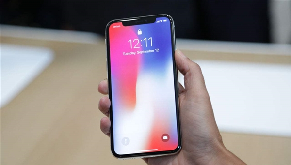 Первую партию телефонов iPhone Xотправила Apple поставщикам