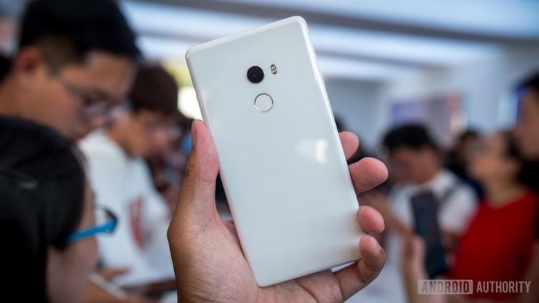 Xiaomi Mi Mix 2 будет доступен в белом цвете