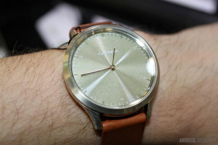 Garmin представила умные часы Vivomove HR