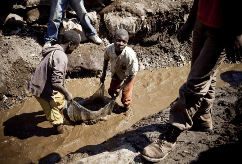 Apple хочет закупать кобальт напрямую у шахтеров