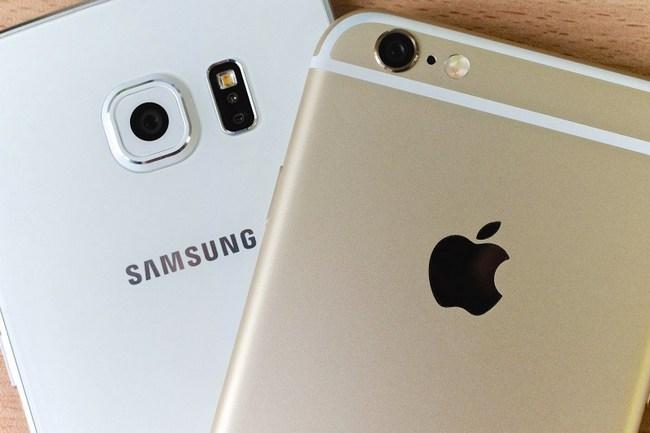 Самсунг подозревали взамедлении старых телефонов попримеру Apple
