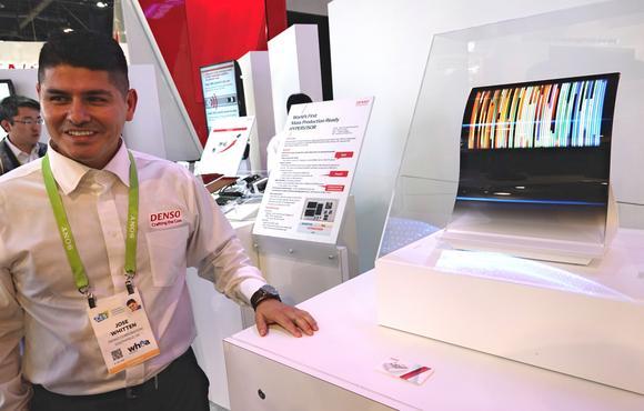 Производитель компонентов для автомобилей не хочет отдавать рынок автомобильных дисплеев OLED южнокорейским конкурентам