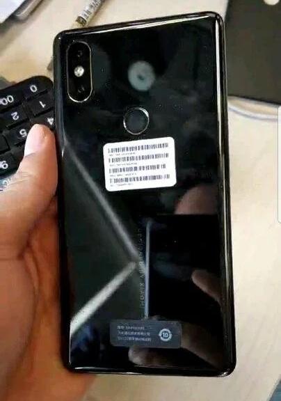 Новые фотографии смартфона Xiaomi Mi Mix 2S демонстрируют фронтальную камеру в другом месте