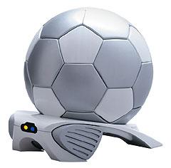 Охладитель для напитков в виде футбольного мяча.